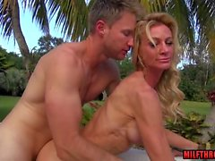 Sexy milf outdoor and cumshot