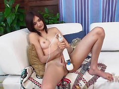 Beautiful pussy gets Hitachi vibrator action