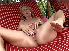 Jenna gets pussy fingered under the sun