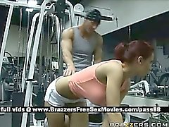 Hot redhead babe at the gym