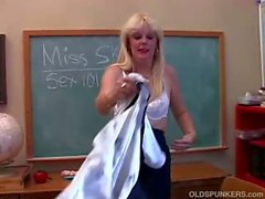 Saucy milf ms. skye teaches you about her pussy