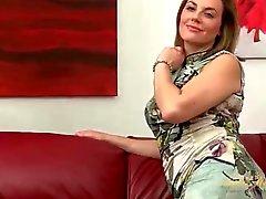 Classy milf beauty Sofia Matthews striptease