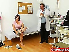 Fat milf brunette gets a gyno