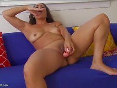 Big ass and smooth box on a dildo fucking milf chick