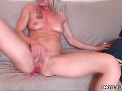Perfectly Mature Whore Toying Her Twat