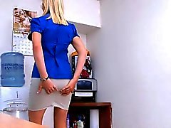 Sexy mother i'd like to fuck showing her skills
