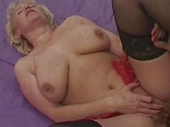 Mature fucked in threesome