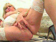 Classy milf Alisha Rydes finger fucks her mature pussy