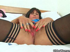 British milfs Lelani and Leia masturbate in stockings