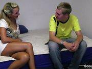Jungschwanz 18yr darf geile MILF mit dicken Titten ficken