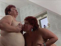 Kinky BBW MILFs fuck with a bottle in the bathtub