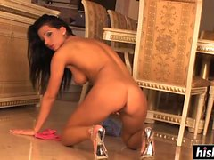 Tera Bond plays with her snatch