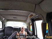 Hot customer granted facial in the taxi