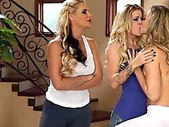 Jessa lays the first kisses on Mia