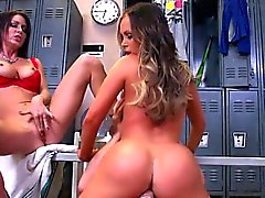Italian mom cum on pussy