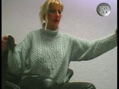 German amateur milf masturbates in fetish uniform