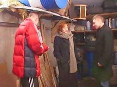 Moden Kvinde & 2 Unge Fyre - 6 (Danish Title)