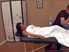 MILF Lacie James shwos her big jugs to masseur