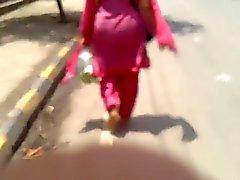 Indian Milf in Pink Salwar Ass