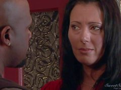 White MILF Zoey Holloway in bed with beefy black guy
