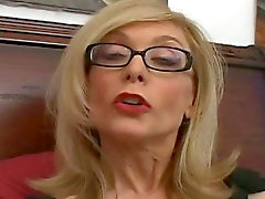 Naughty cougar love to give handjobs