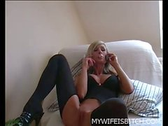 Kinky wife at home chats and masturbates