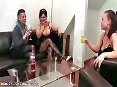 Hot brunette woman gets horny showing