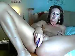 Pretty Milf masturbating in Webcam
