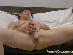 Milfs rubs her fleshy pussy