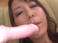 Japanese house wife gets her self off with multiple toys