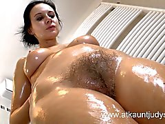 Milf Jana gets naked naked and oils up her body