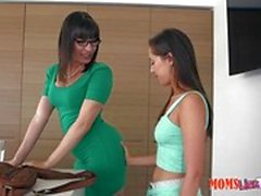 Horny pussy pot Dana DeArmond shows horny Jenna Sativa how to eat sloppy clam pudding