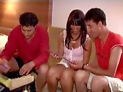 Turkish Porno (Oksan otelde 2 erkekle sikisiyor)