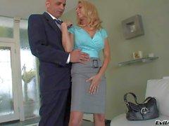 Blonde MILF Angela gives head on kenes