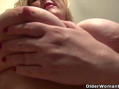 Curvy milf Jewels Carter can't control her sex hormones