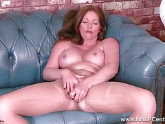 Milf Holly Kiss rips open pantyhose toys herself to orgasm