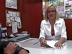 LECHE 69 The naive secretary