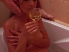 Fuck my mature skinny auntie in bathroom
