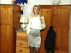 British MILF slut Anna in a few solo scenes