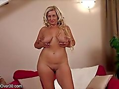 melyssa-housewife-interview undress