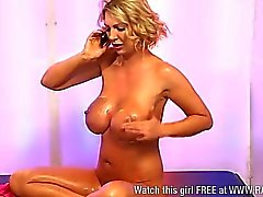 Hot MILF Leigh Darby covers herself in oil