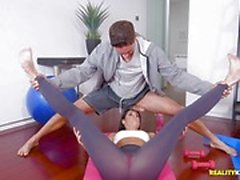 MILF India Summers fucked during yoga
