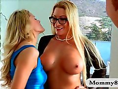 Teen Jessa Rhodes and milf Jennifer Best start a threesome