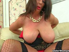 Scottish milf Toni Lace and English milf Lulu Lush strip off