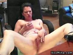 Amateur milf mina masturbates on webcam