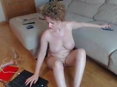 redhead milf with pale skin masturbating on cam