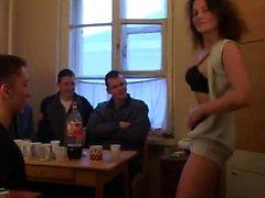 Moden Kvinde og 6 Unge Fyre - 4 (Danish Title)