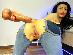 Sexy brunette MILF plays with her toys on webcam