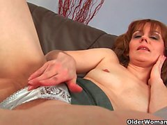 Natural milf pussy with lots of hair