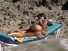 Spy mature asshole fingering on beach